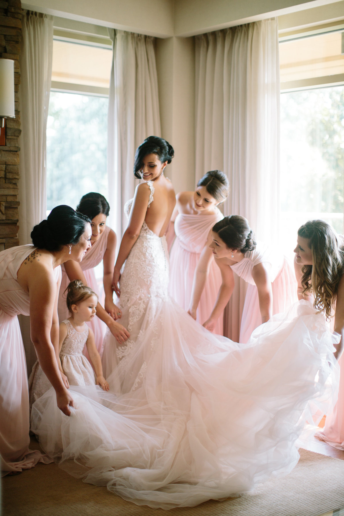 thelodge-turningstone-lodge-turning-stone-turningstonewedding-bride-bridesmaids-preparation-gettingready