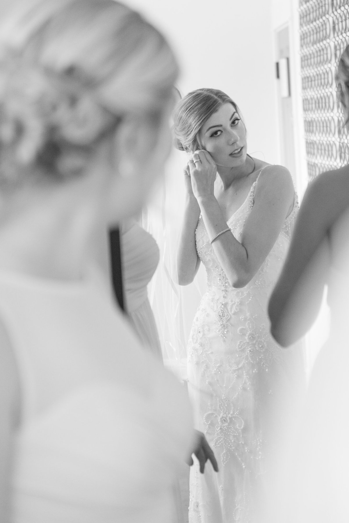 seattle wedding photographer rride getting ready majestic inn and spa anacortes