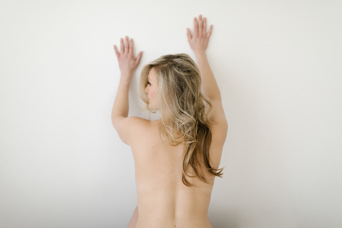 nudes during boudoir session