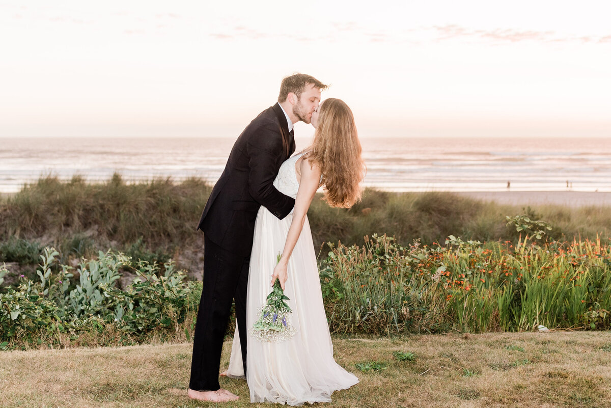 Cannon-Beach-Elopement-Photographer-77