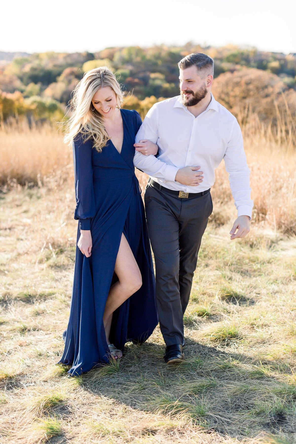 eden-prarie-bluffs-fall-engagement-elegant-couple_0002