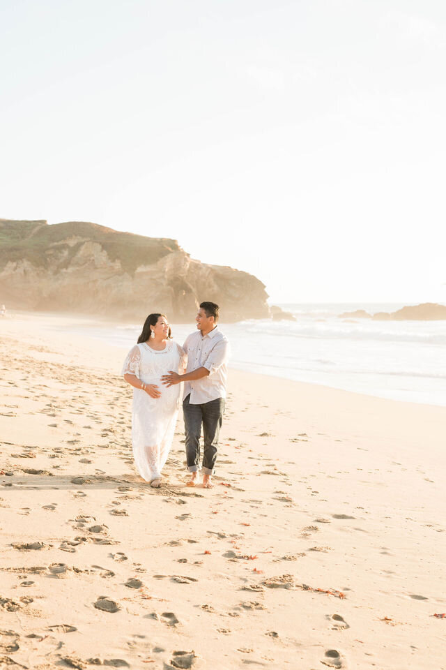 montara-beach-half-moon-bay-maternity-4