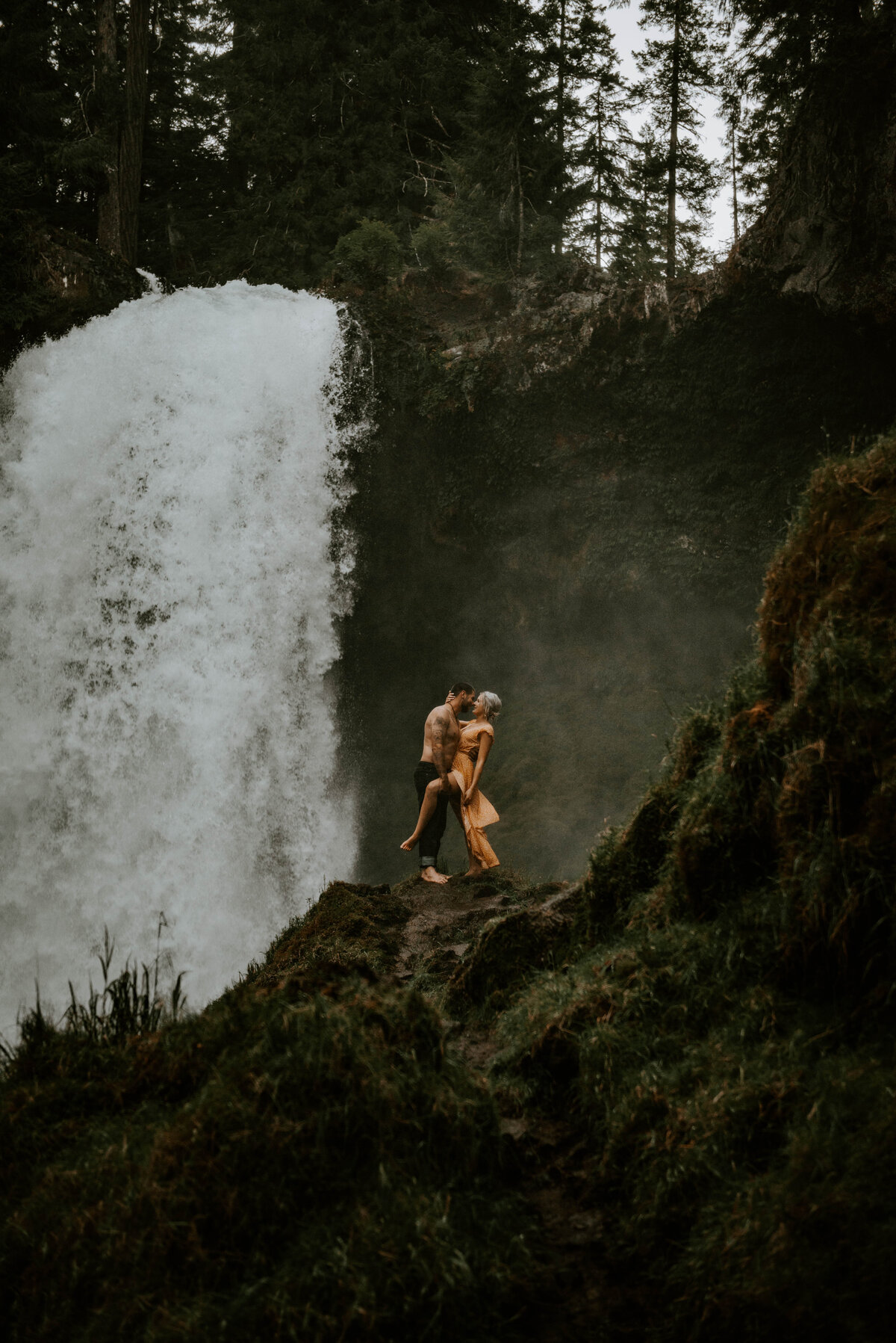 sahalie-falls-oregon-engagement-elopement-photographer-central-waterfall-bend-forest-old-growth-7429