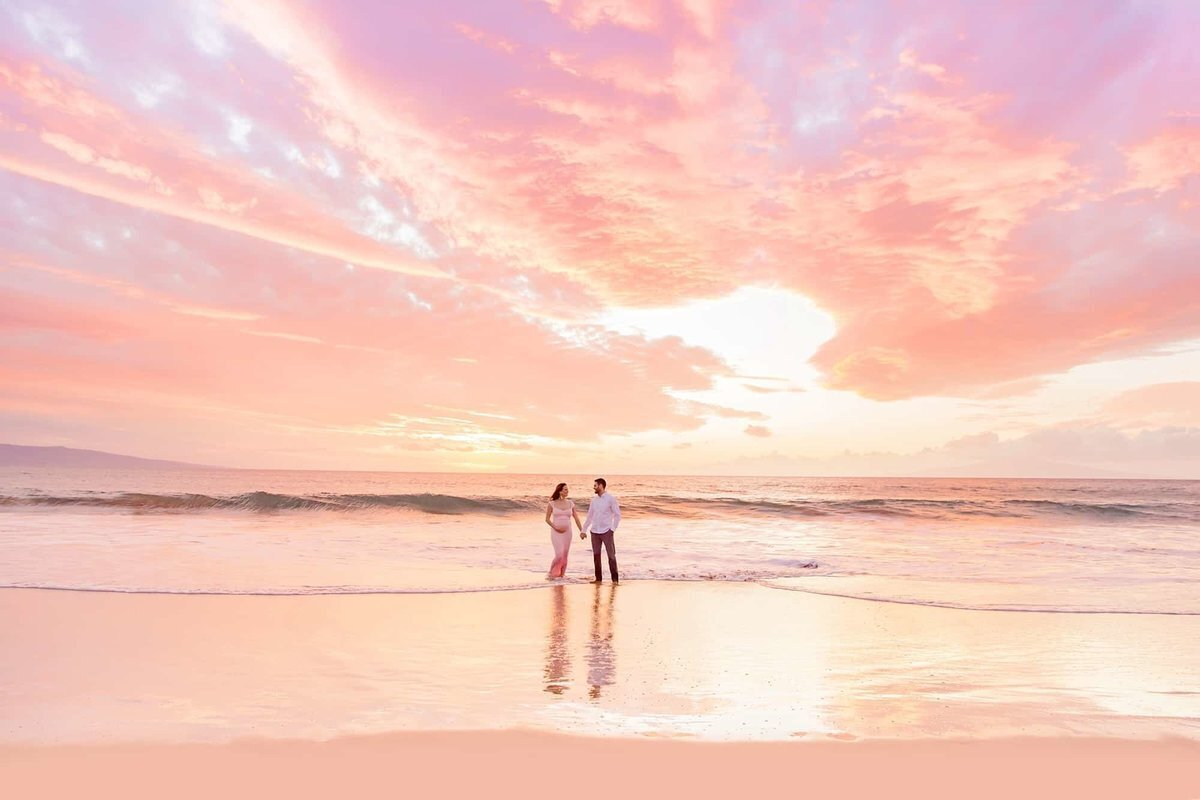 A gorgeous Maui sunset during a couple's babymoon portrait session