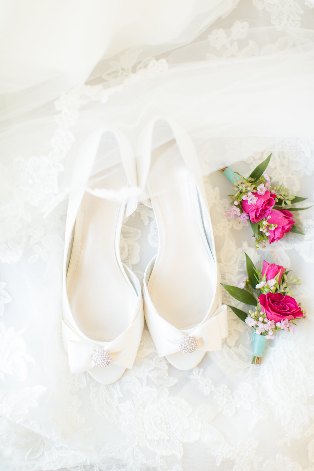 brides shoes high heels flowers details nature outdoor wedding colorado wedding romantic