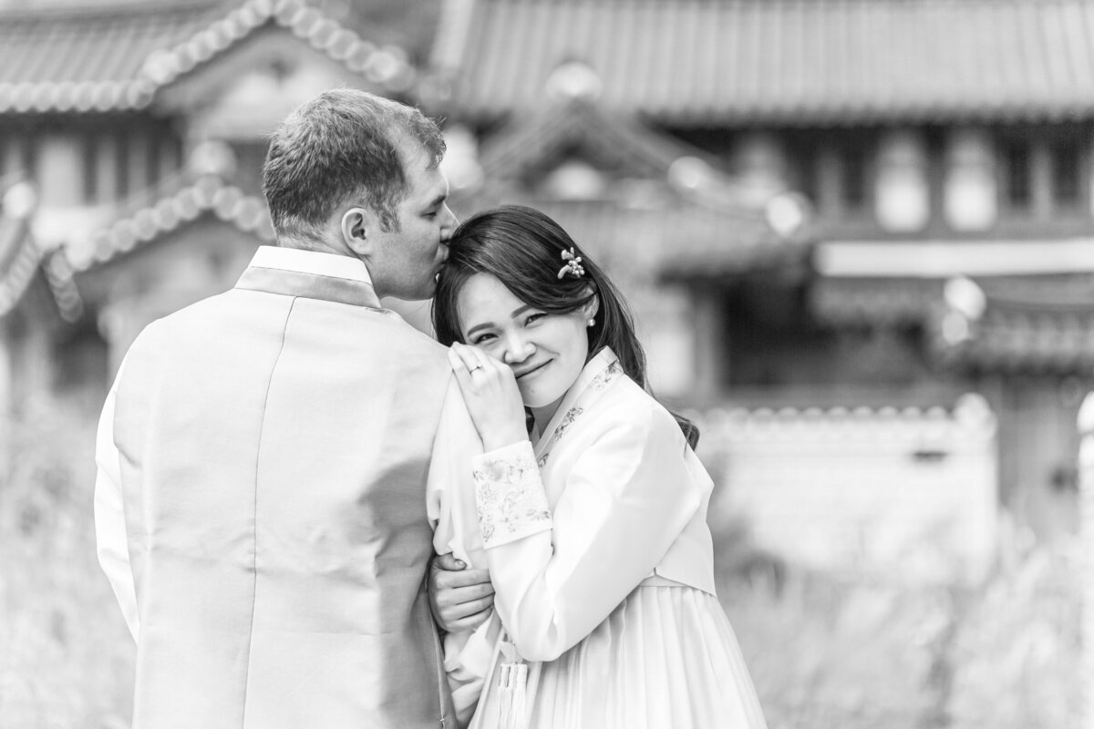 Seoul-South-Korea-Bridal-Engagement-Shoot-Eunpyeong-Village-Hanok-0006