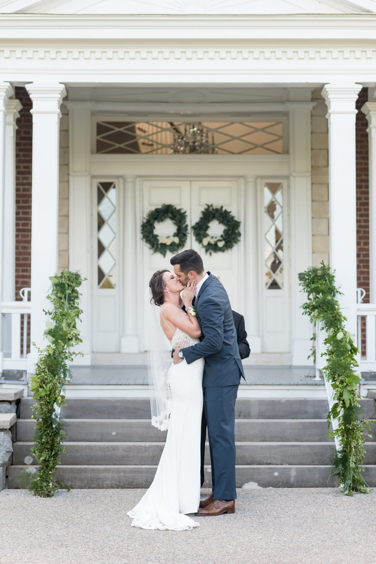 Ravenswood-Mansion-Wedding-in-Brentwood-TN-Nashville-Wedding-Photographers+8