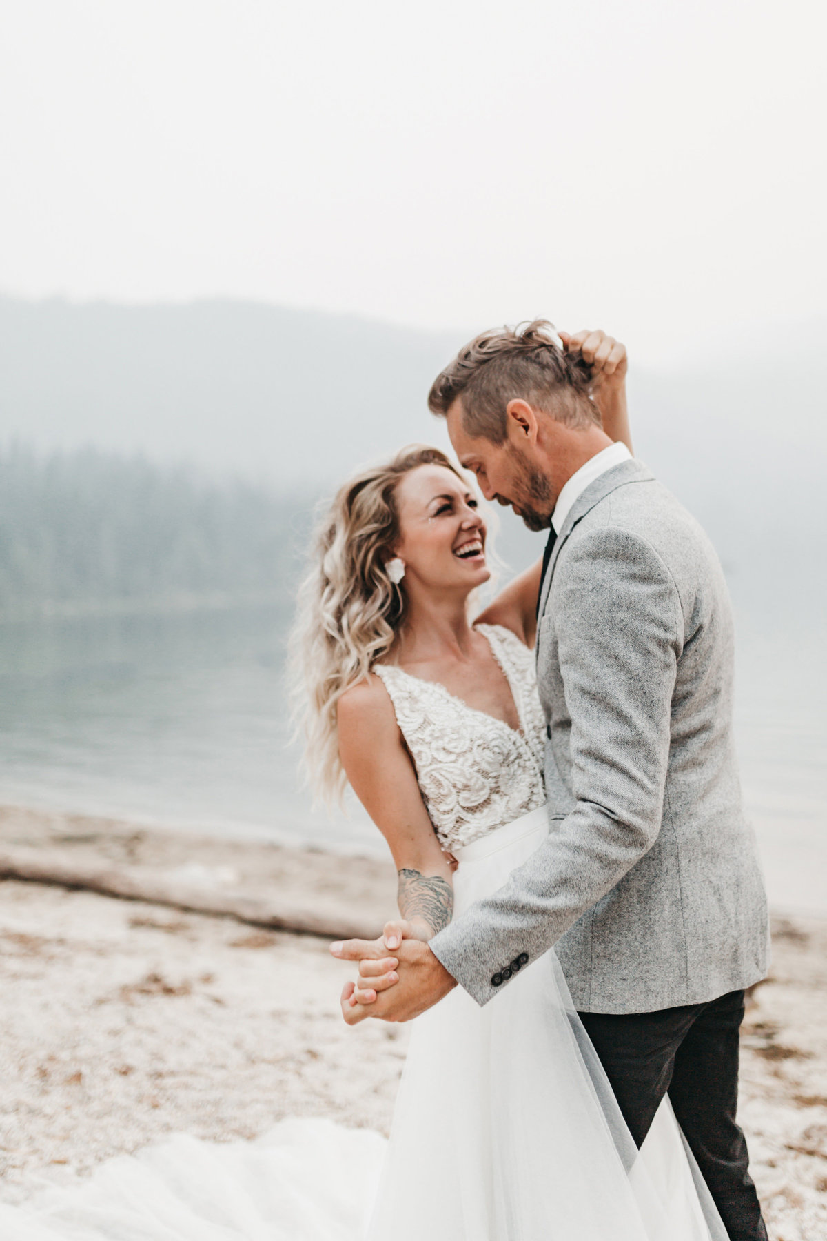 athena-and-camron-sara-truvelle-bridal-wenatchee-elopement-intimate-12-laugh-first-dance