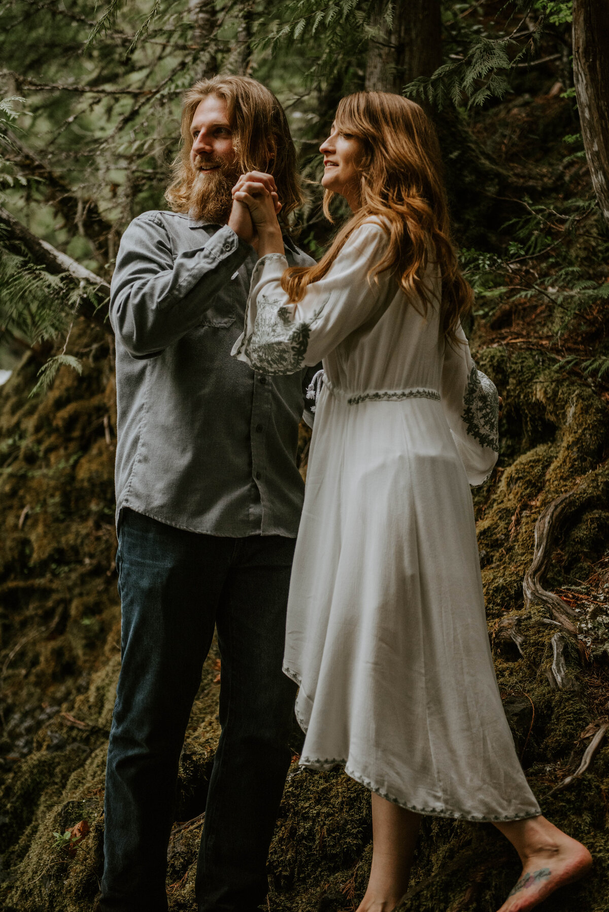 sahalie-falls-summer-oregon-photoshoot-adventure-photographer-bend-couple-forest-outfits-elopement-wedding8168