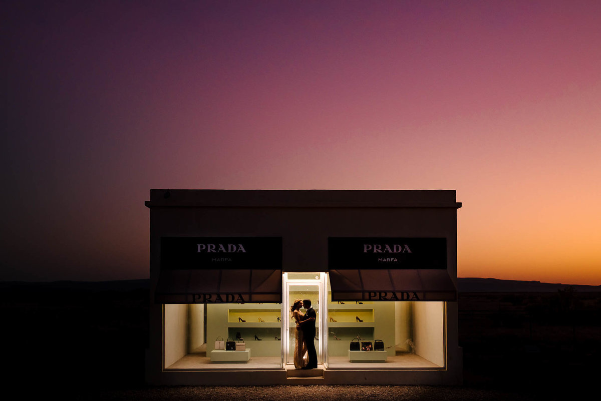 couple kissing at marfa prada by stephane lemaire photography