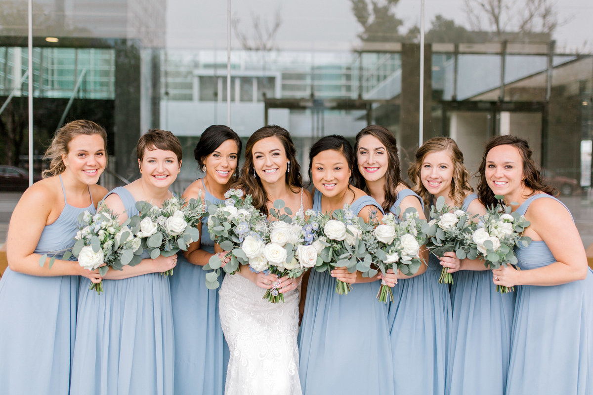 omaha wedding planner and florist downtown Slowdown wedding blue and white by Lindsay Elizabeth Events108