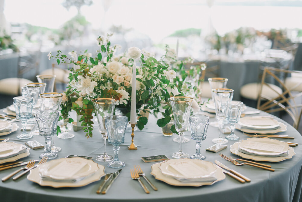 Kirkland-washington-wedding-planner-leigh-and-mitchell-waterfront-wedding-neutral-wedding-floral-inspiration