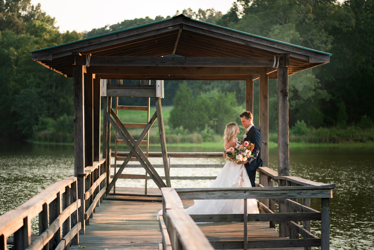 memphis estate boat dock wedding photo