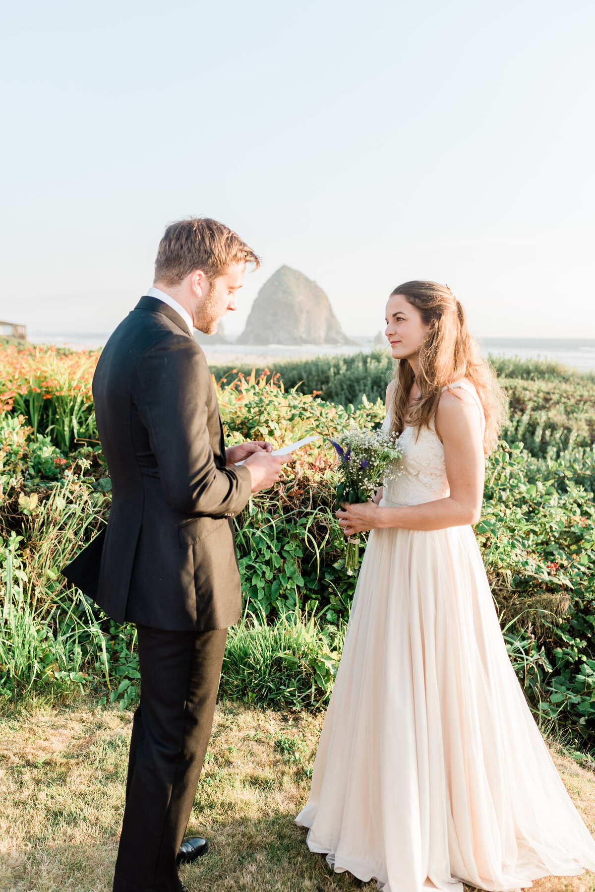 Cannon-Beach-Elopement-Photographer-16