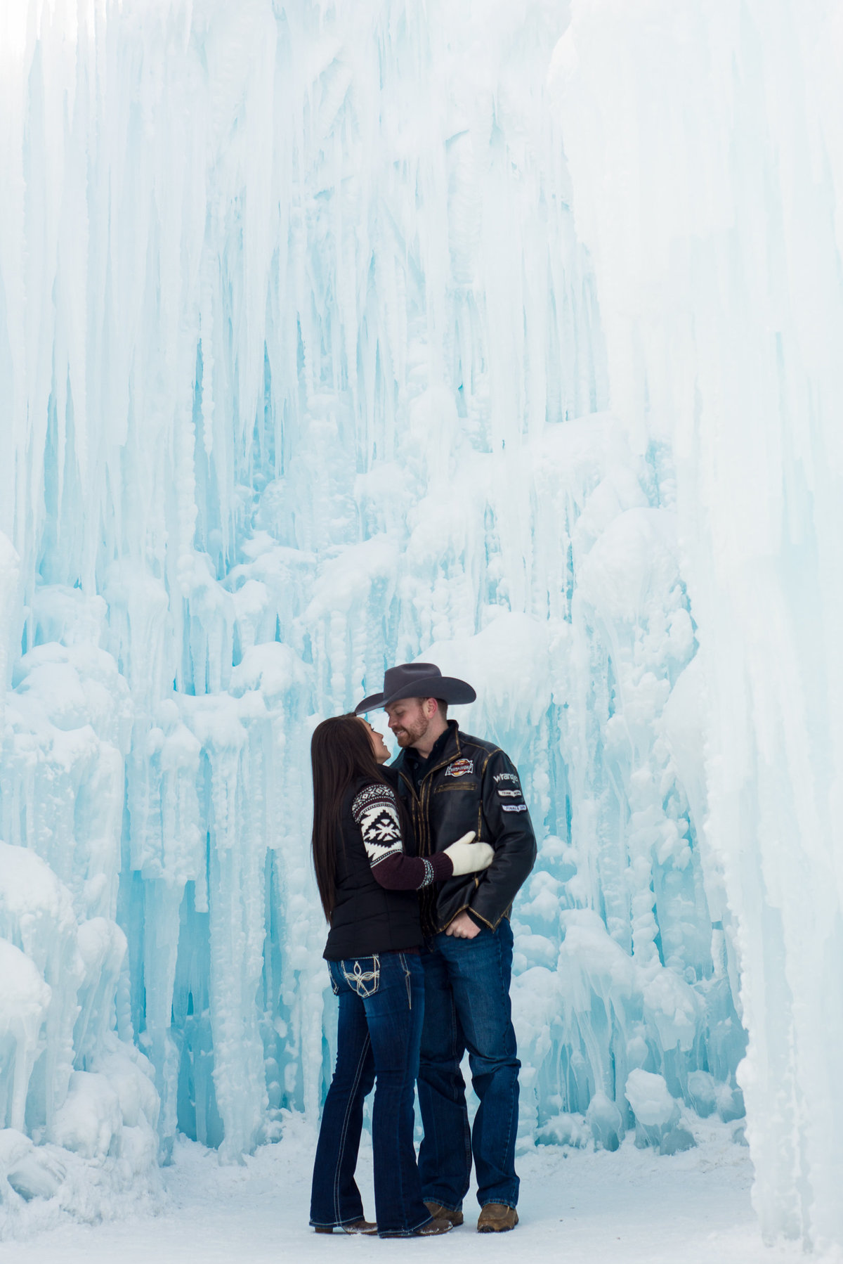 Edmonton-Okotoks-Engagement-Wedding-Photographer-Ice-Castles-YEG-8