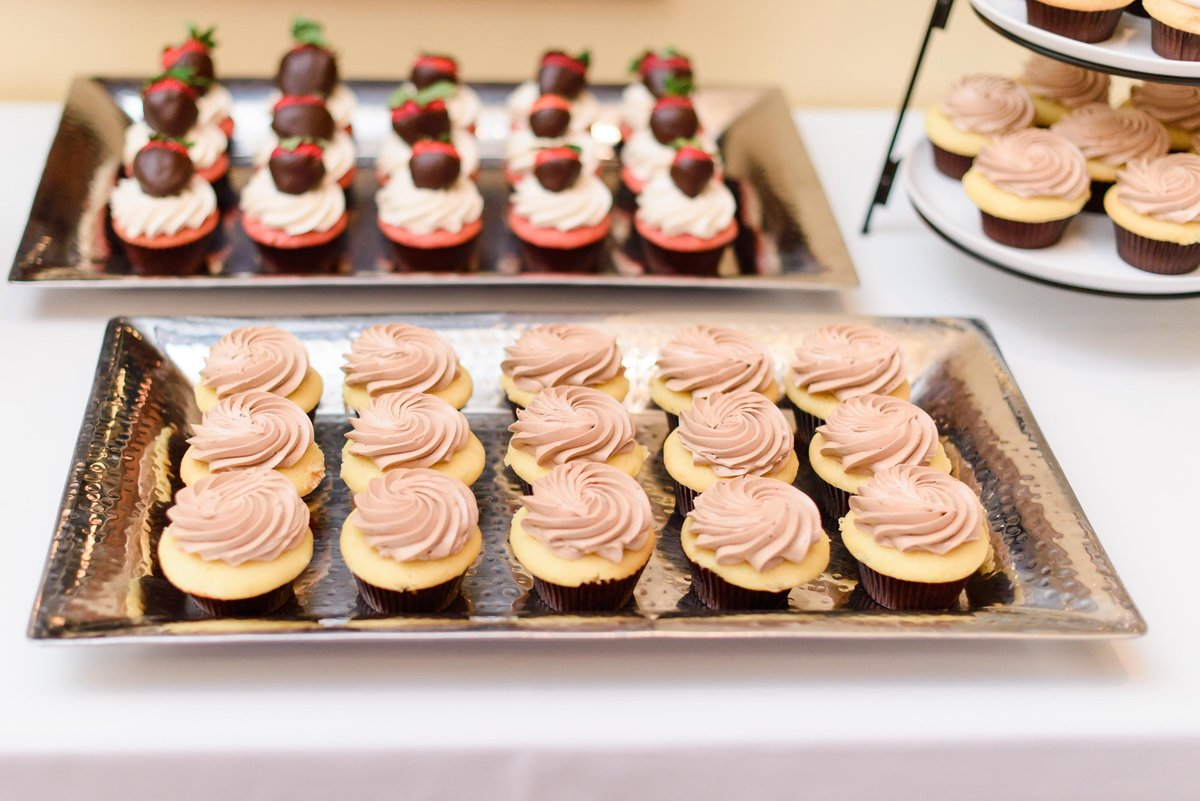 Guests served with delicious cupcakes