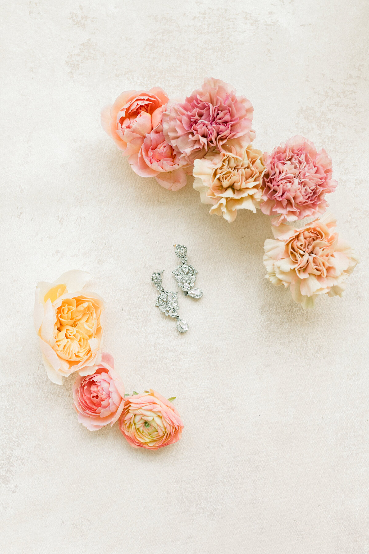 Abella Wedding Photos, Abella Minnesota, Minnesota Bride, Minnesota wedding photographer, Minneapolis wedding photographer, fine art wedding photographer, minnesota fine art wedding photographer, minneapolis wedding photographer, wedding earrings