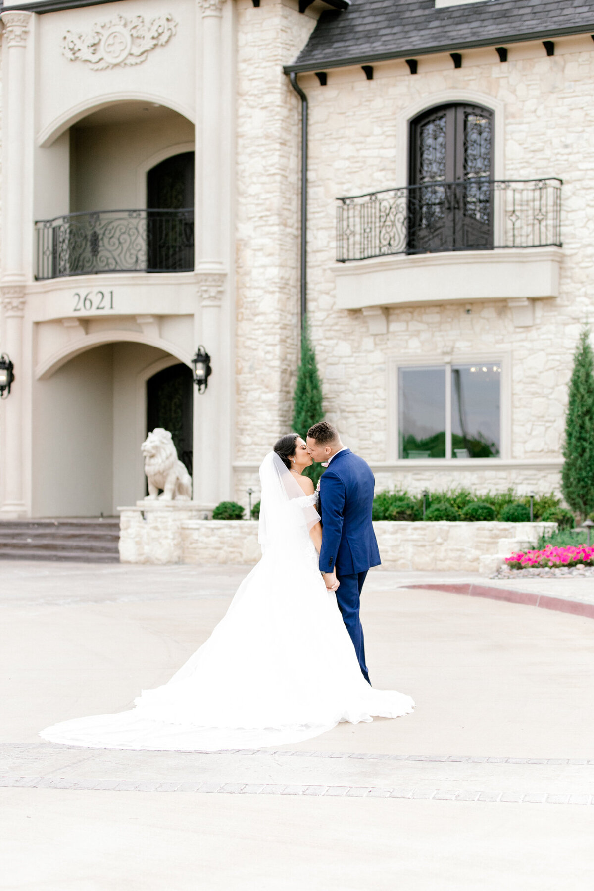 Jasmine & Josh Wedding at Knotting Hill Place | Dallas DFW Wedding Photographer | Sami Kathryn Photography-12