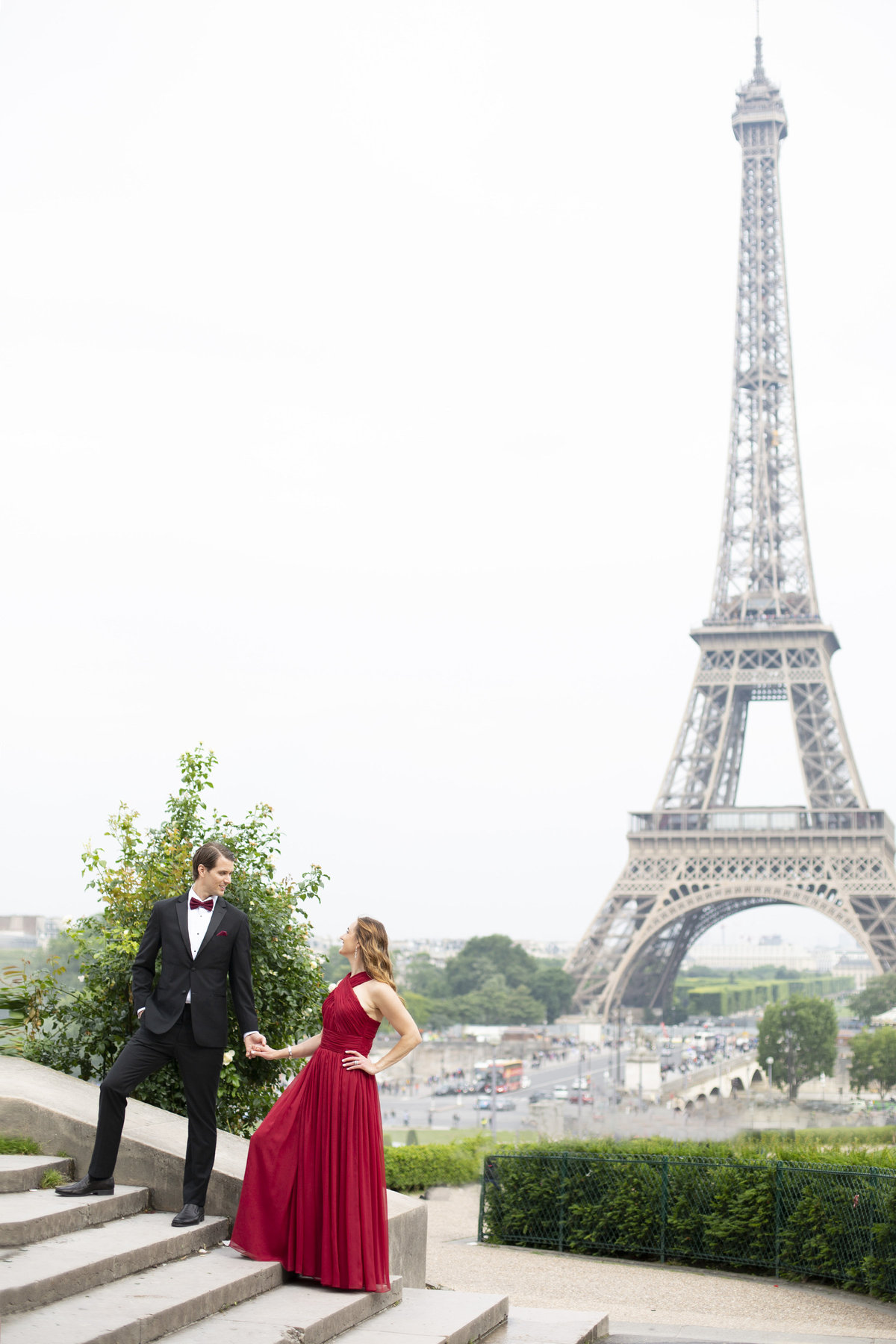 Paris love story photographer in front of Eiffel Tower 9