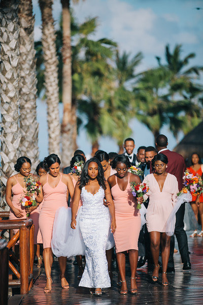 Tropical_cancun_wedding_Taylor_Hov_Erika_Layne-4185-L