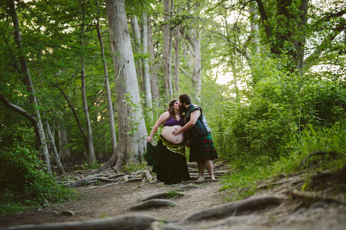 Cosplay Maternity photography session at Cibolo Nature Center in Beorne.