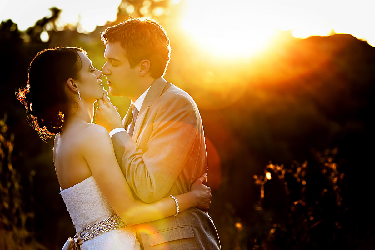 wedding couple kiss sunset portrait strawberry farms golf club