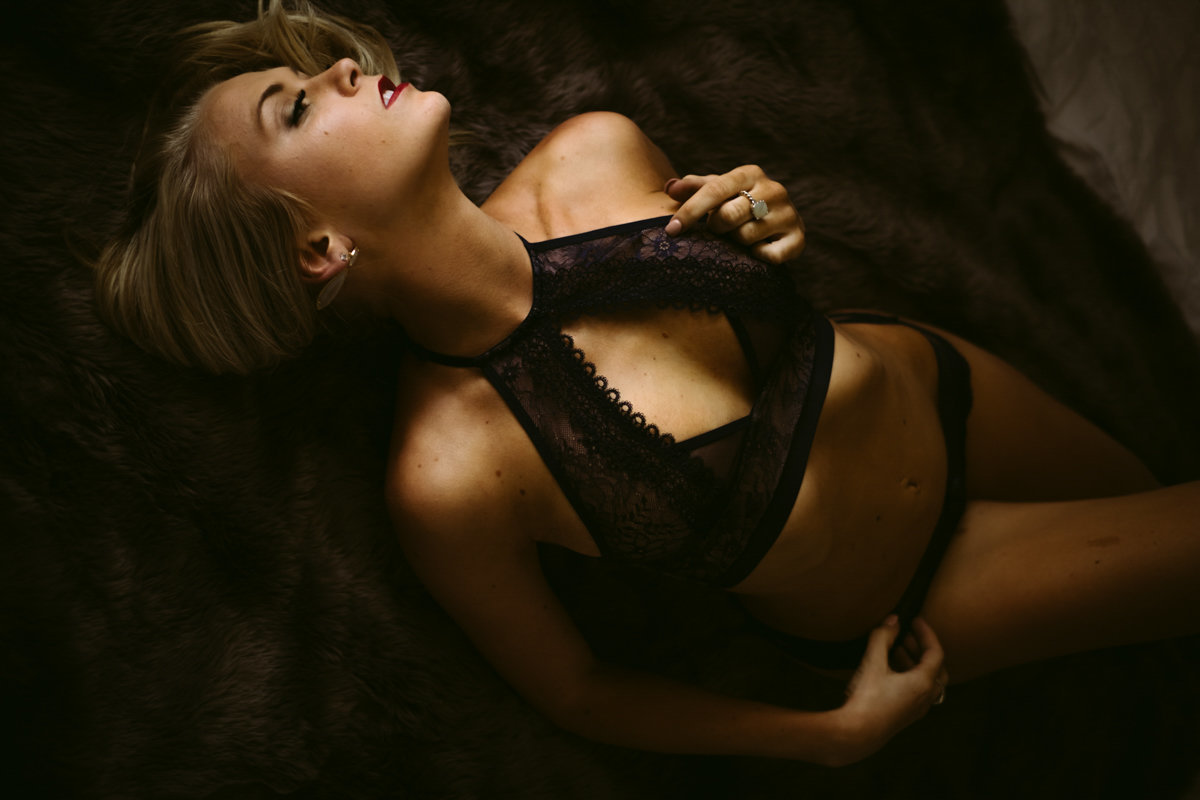 Velvet light boudoir photographer savannah boudoir photographer-17