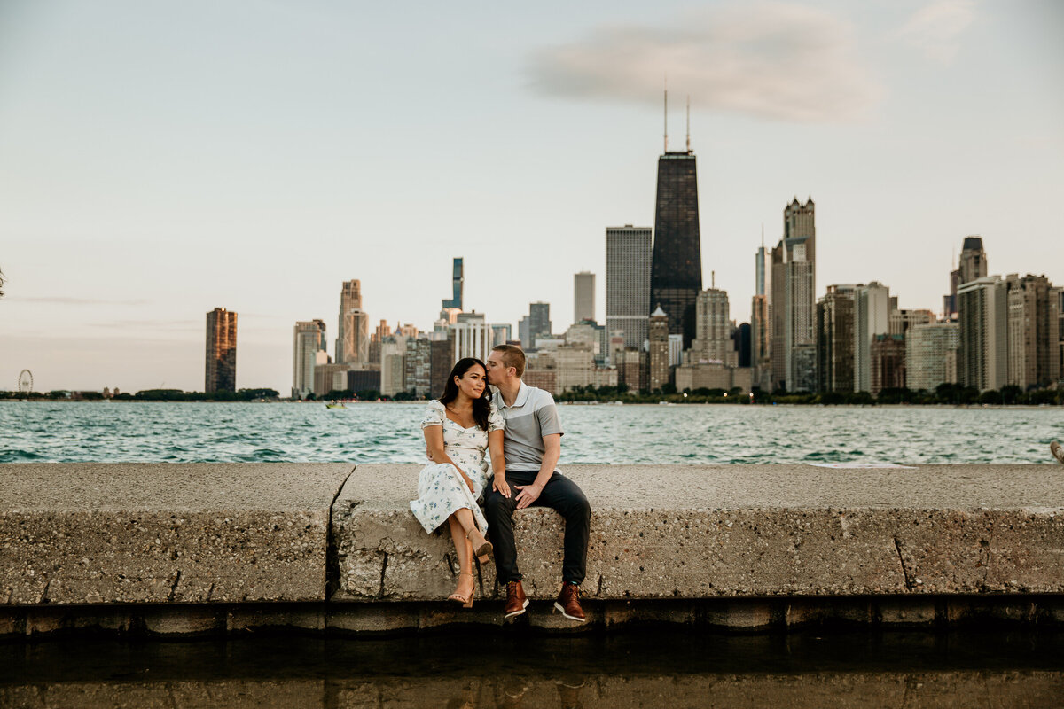 chicago-skyline-north-avenue-beach-couple-engagement-photos