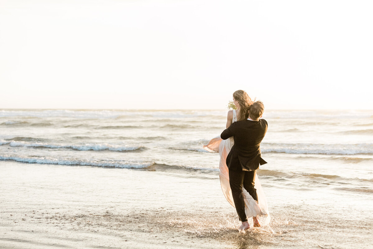 Cannon-Beach-Elopement-Photographer-55