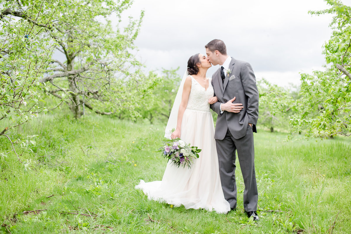 Rustic Barn Wedding Pennsylvania-Rodale Institute Wedding Raquel and Daniel Wedding 23037-38