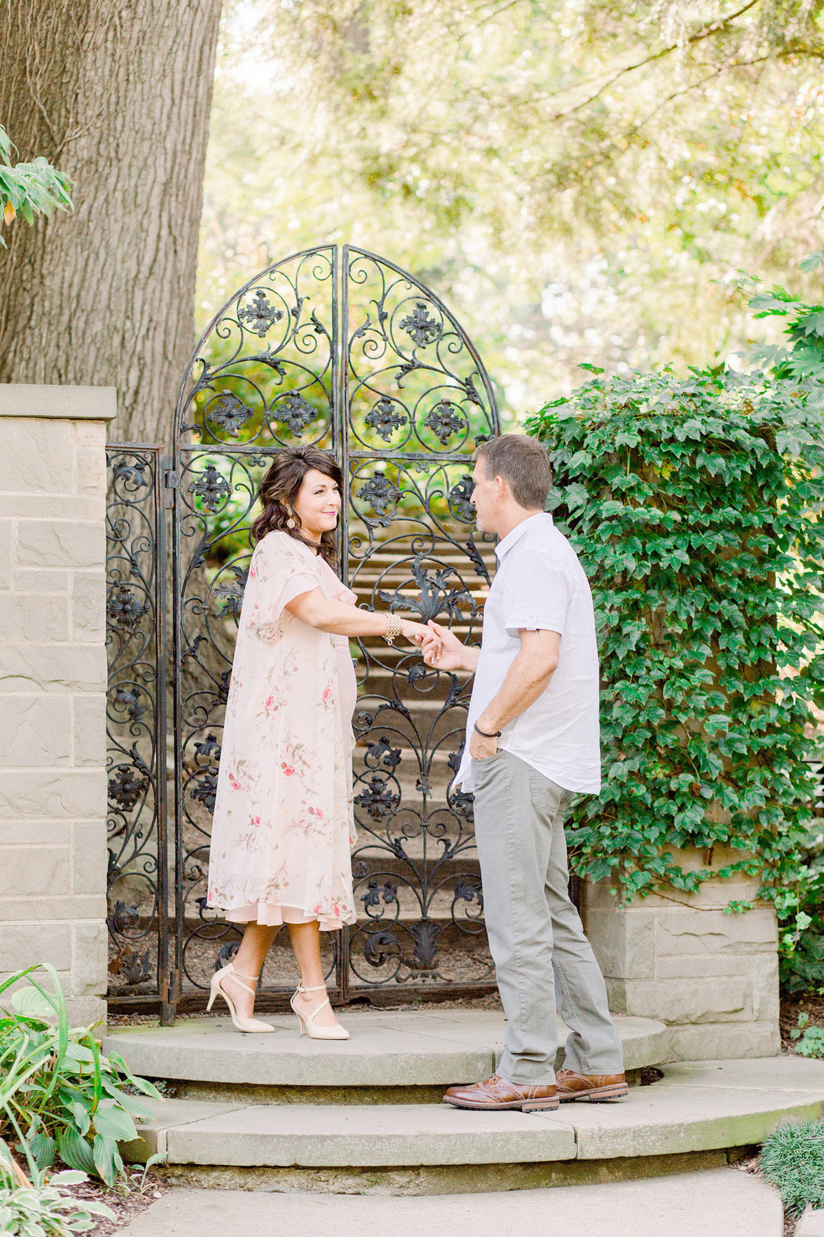 cleveland-botanical-garden-engagement-photographer