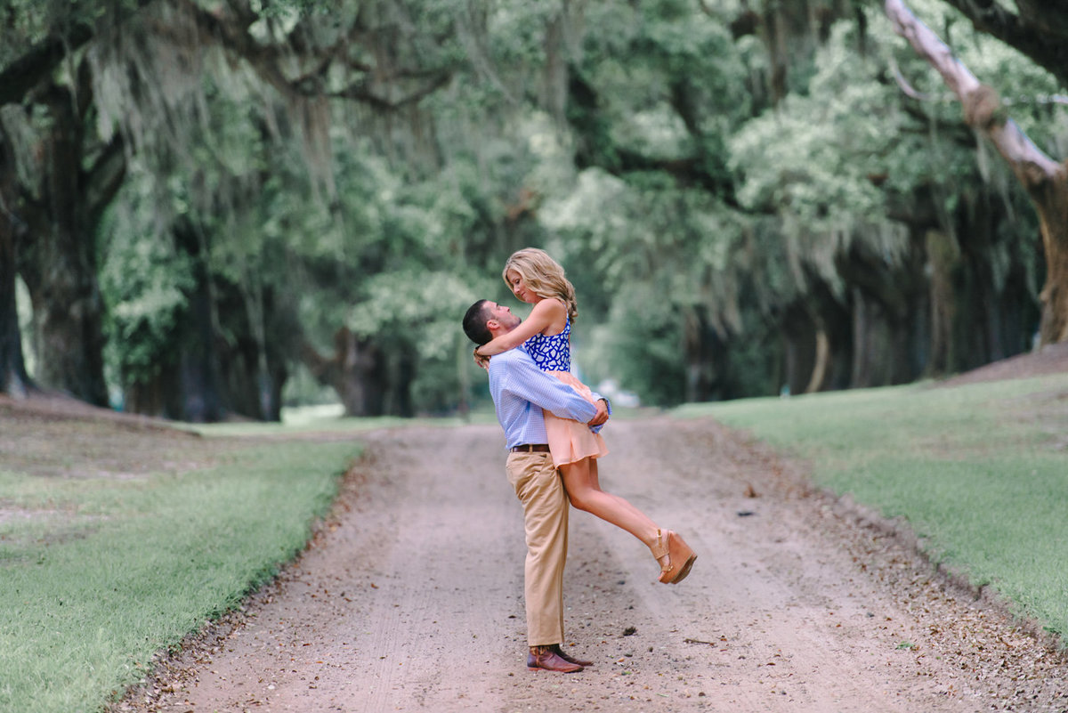 Charleston Wedding Photography | Engagement Pictures in Charleston | Historic Downtown