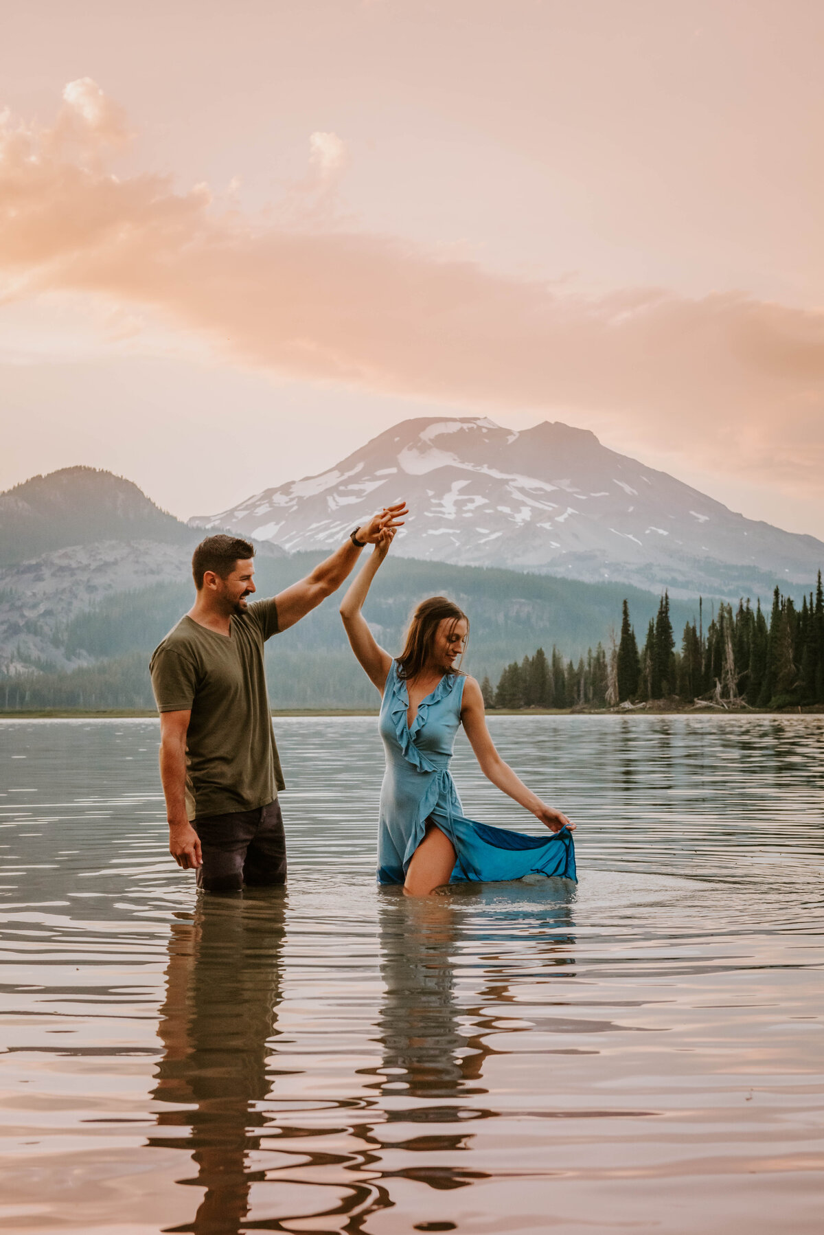 sparks-lake-oregon-couple-photographer-elopement-bend-lakes-bachelor-sisters-sunset-6123