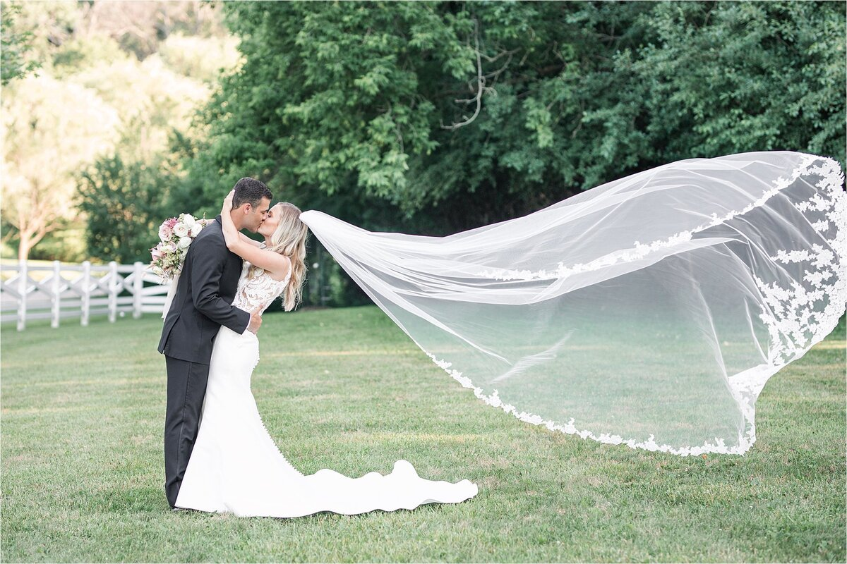 intimate_outdoor_wedding_0054