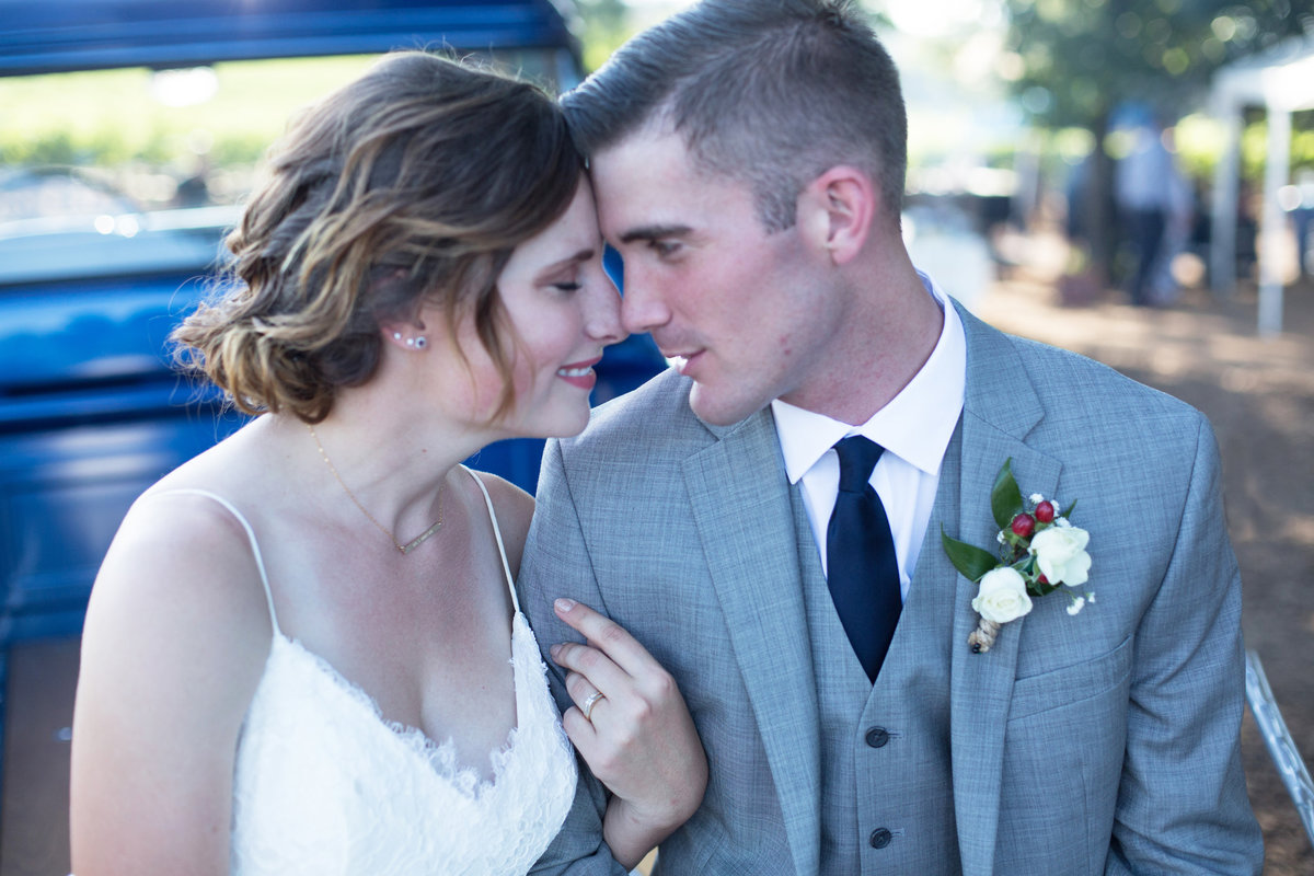 bride and groom romantics, country wedding