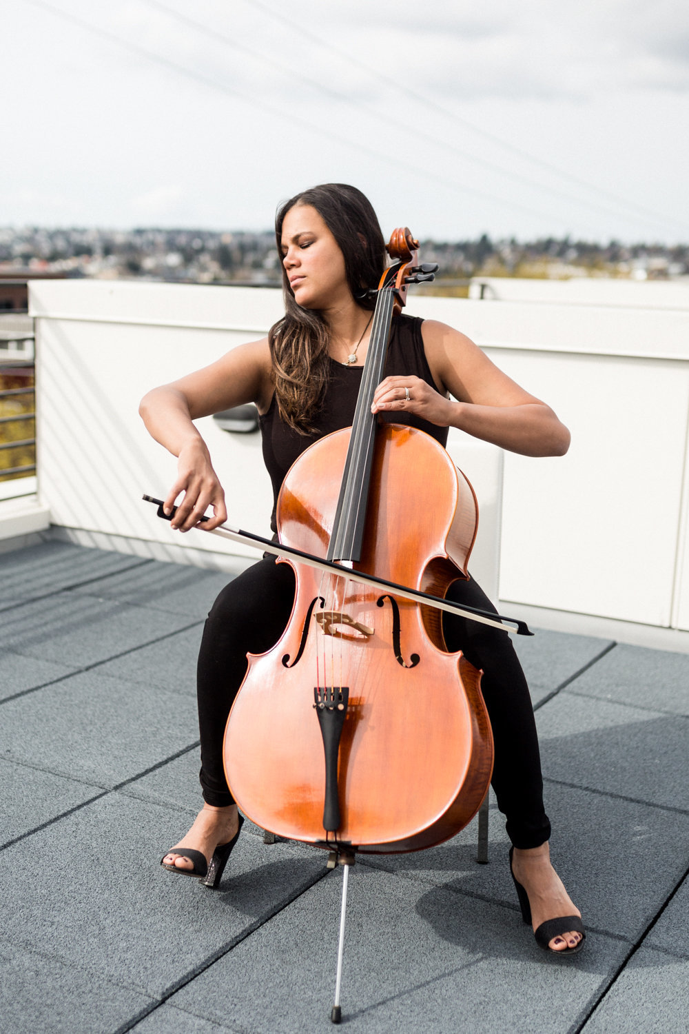 cellist-portrait-lifestyle-danielle-motif-photography-12