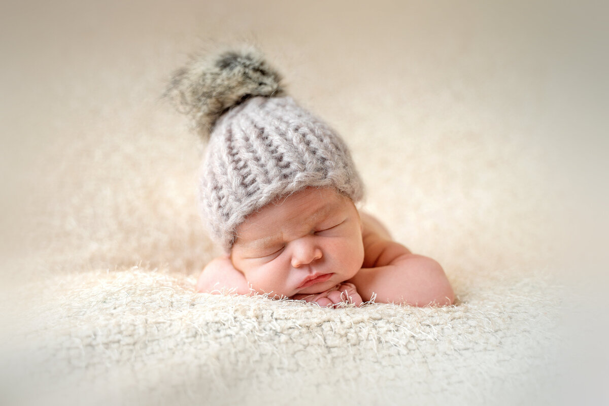 newborn-baby-in-wolly-hat