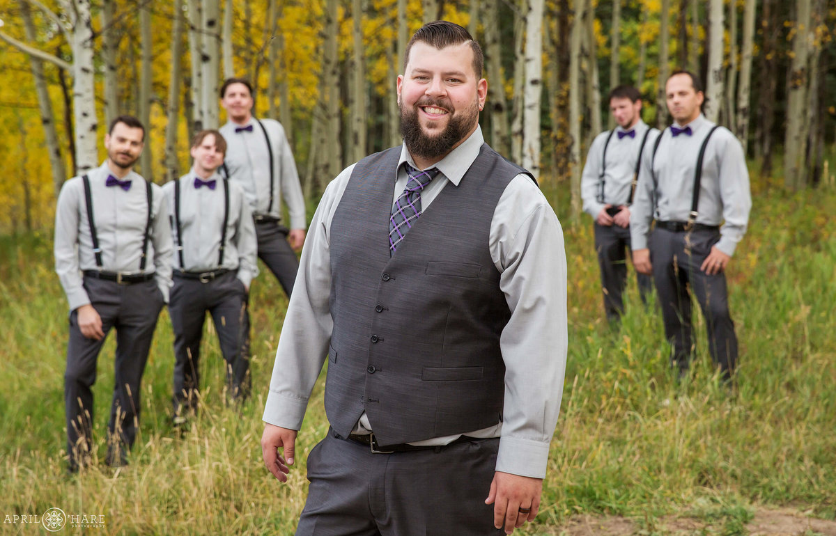 Groom-and-Groomsmen-Fall-Color-Colorado-Wedding-Photography