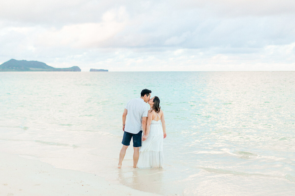 Blog-lanikai beach maternity session by hawaii maternity photographer veronica ilioi photography-0052