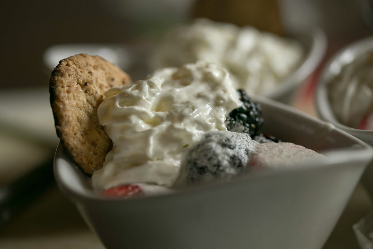 Whipped_Topping_Fresh_Berries.00001