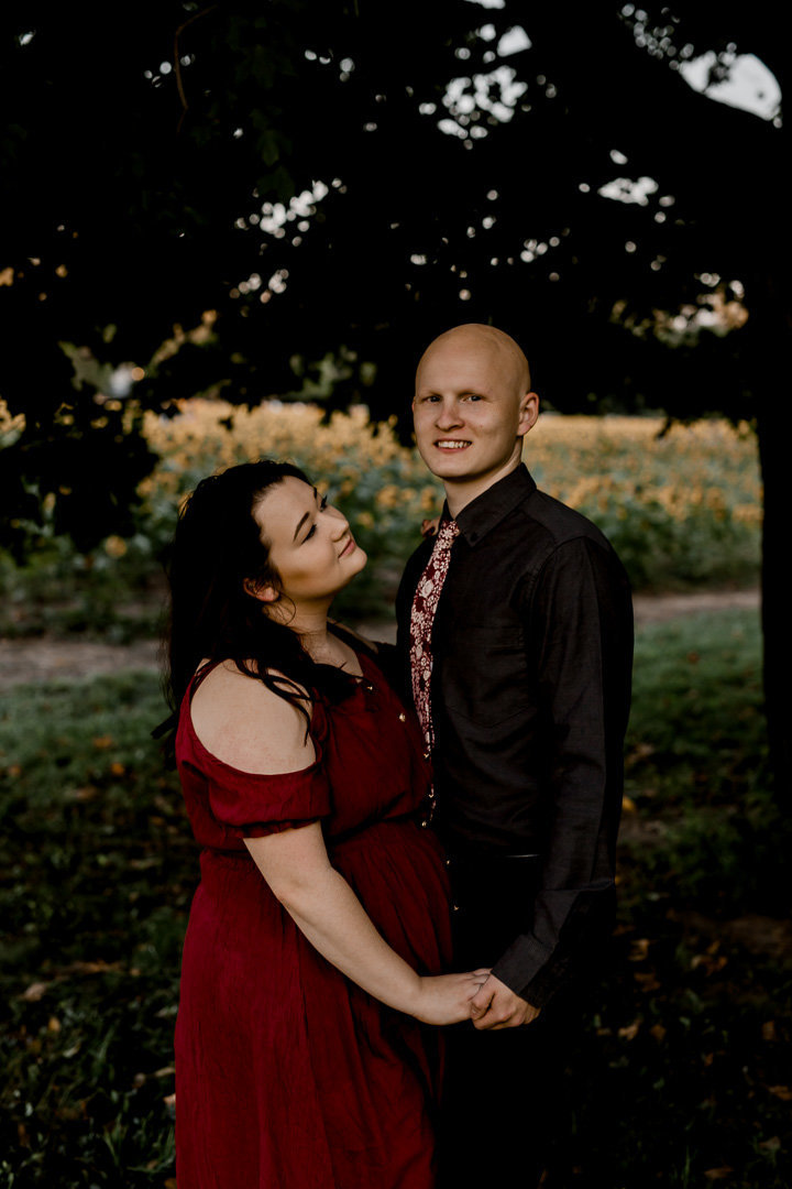 Engagement session in the sunflower field0040