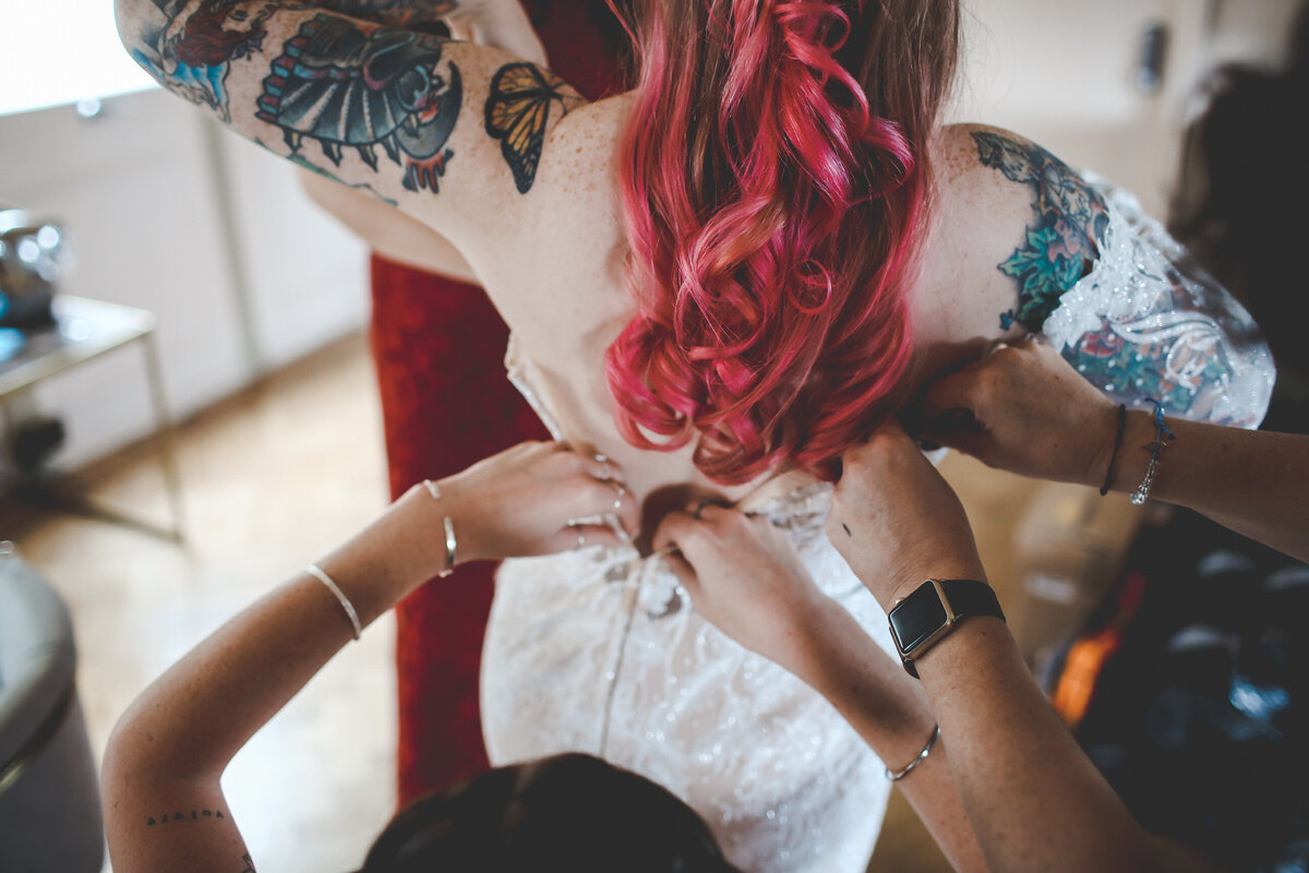 THE-YACHT-LONDON-WEDDING-BOAT-WINDY-TATOO-BRIDE-0018