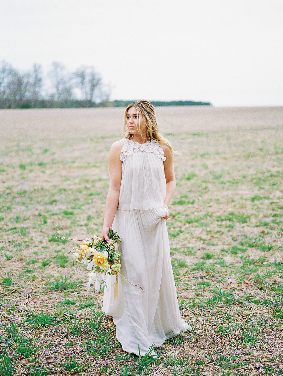 Graceful_Countryside_Fine_Art_Bridal_Maryland_Wedding_Megan_Harris_Photography-22