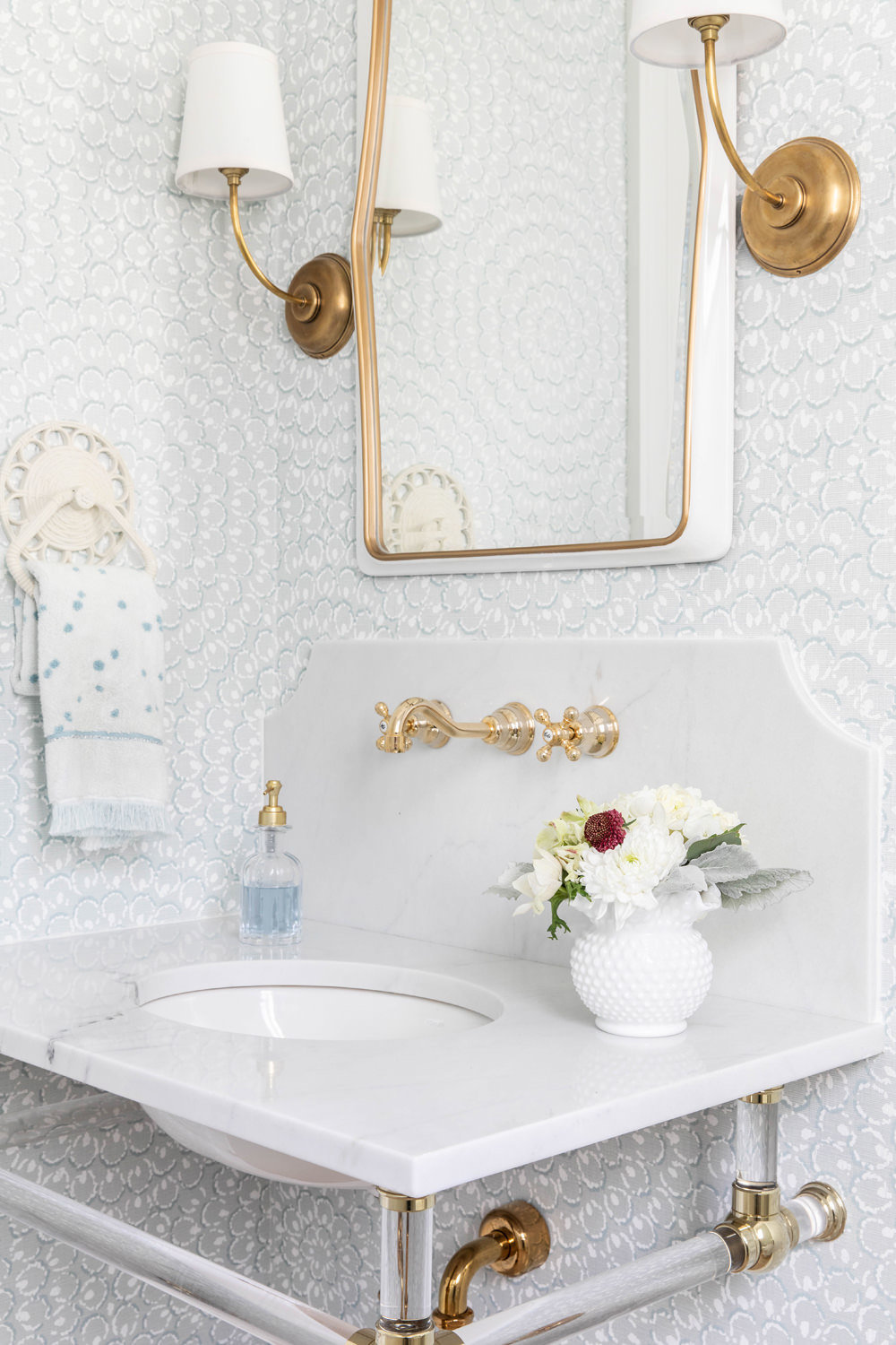 Thibaut-Wallpaper-with-Marble-Decorative-Backsplash-and-Acrylic-Brass-Sink-Legs-4