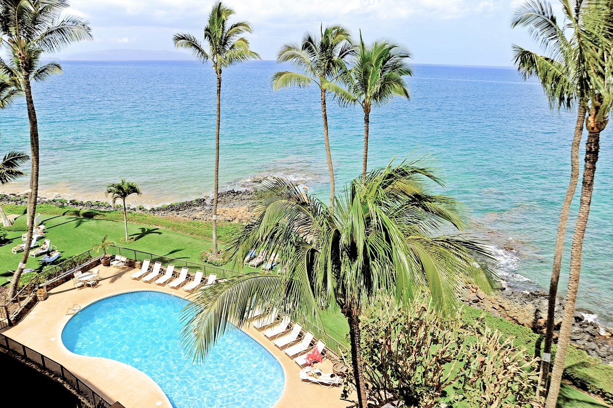 View of Royal Mauian's Oceanside Pool