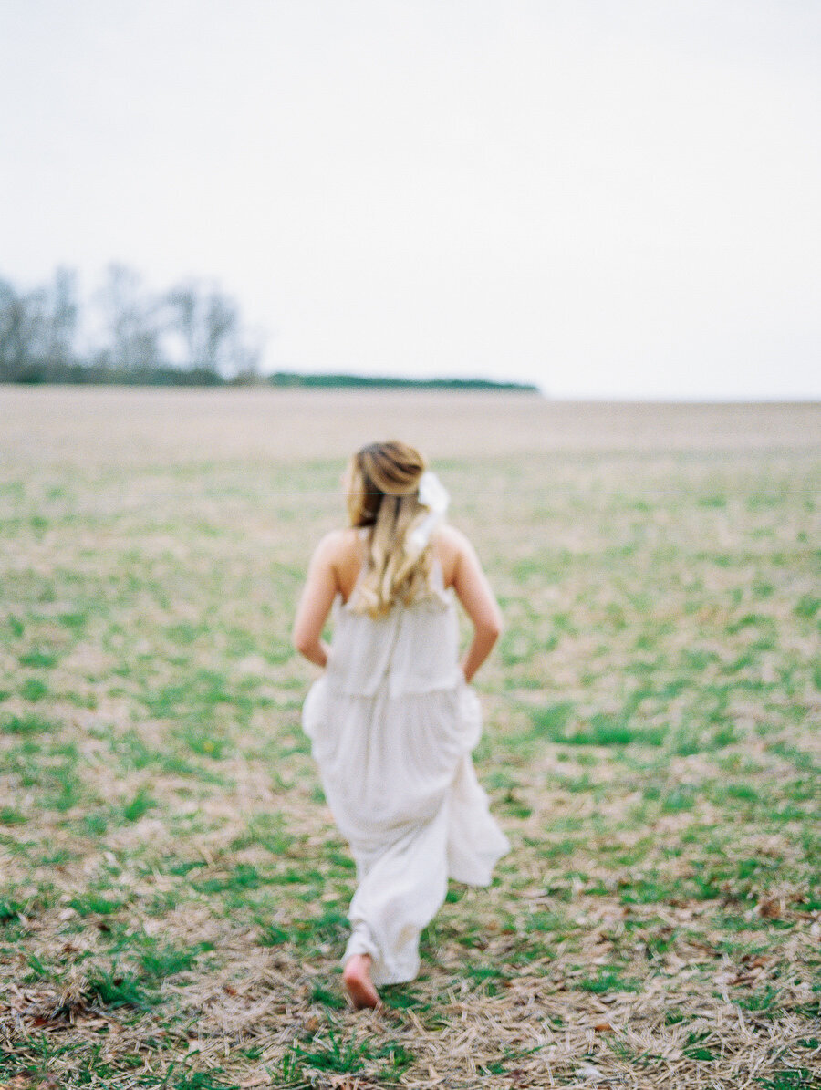 Graceful_Countryside_Fine_Art_Bridal_Maryland_Wedding_Megan_Harris_Photography-25