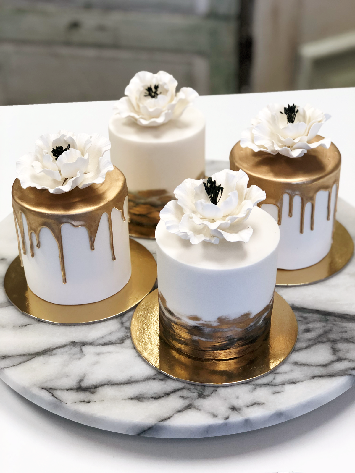 Whippt desserts - Mini Cakes Gold Black and White 2019