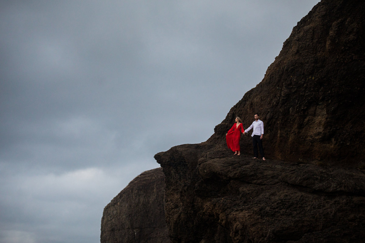 Oregon-oceanside-elopement-couples-photography-session-beach_(7_of_8)