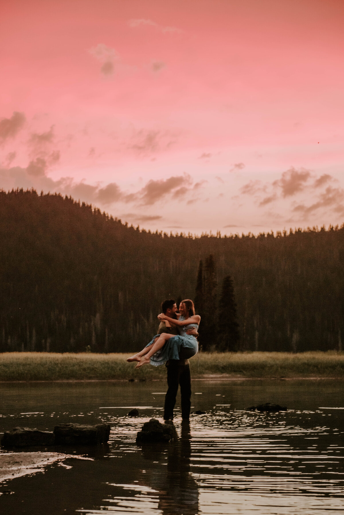 sparks-lake-oregon-couple-photographer-elopement-bend-lakes-bachelor-sisters-sunset-6630