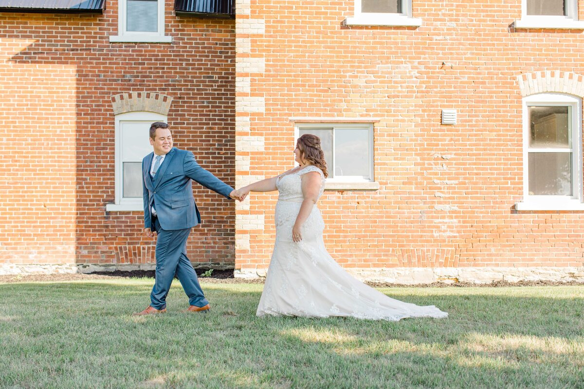 laura-ben-campbell-farm-white-lake-wedding-grey-loft-studio-2020-167